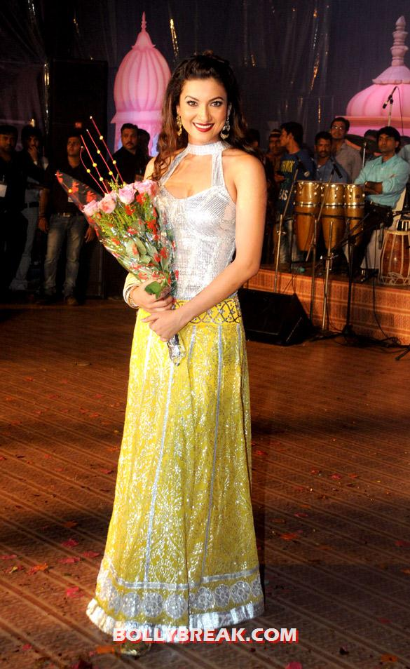 Gauhar Khan - (6) - Bollywood Celebs Dahi Handi Celebration Pics 2012