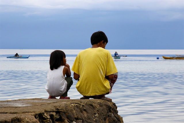 Children by the water in Cebu Philippines