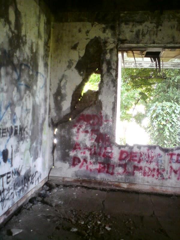 rumah hantu darmo lantai 2 kamar sebelah tangga