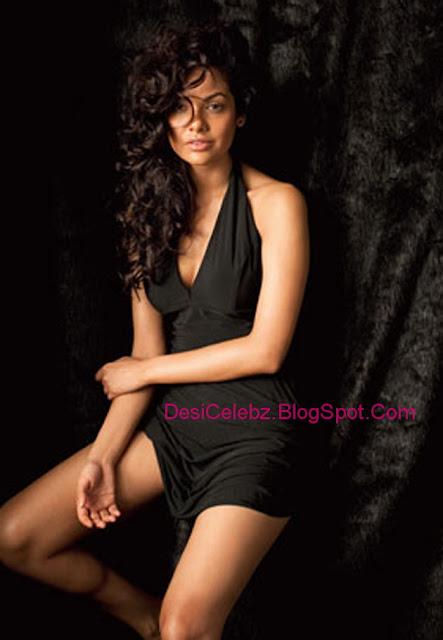 Sexy hot Esha Gupta