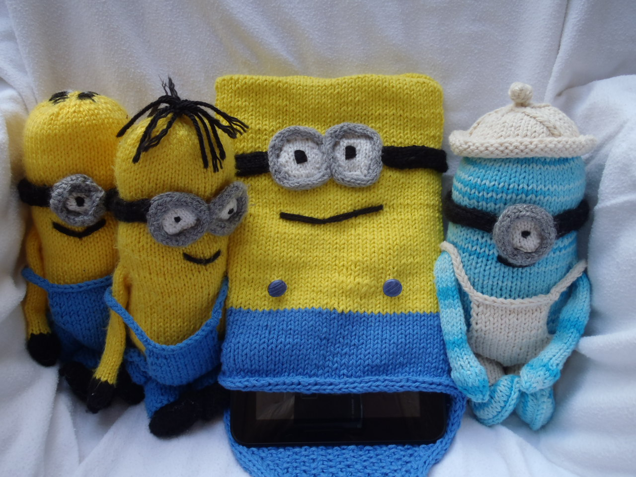 Knitting Patterns Minions : Stanas Critters Etc.: Knitting Pattern for Minions Tablet or I-pad cover