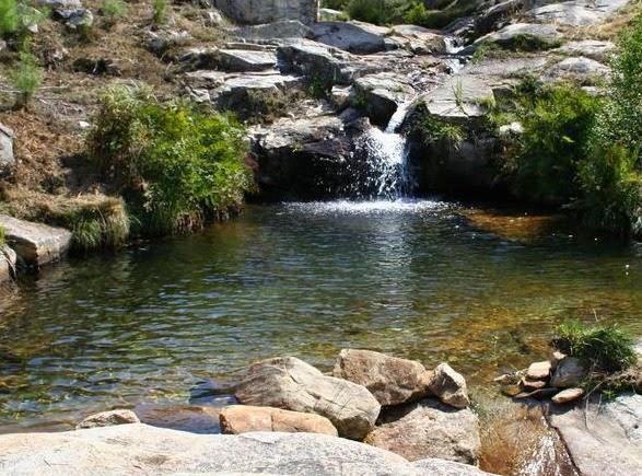 Las 5 piscinas naturales para perderse en galicia vigopeques - Piscinas en pontevedra ...