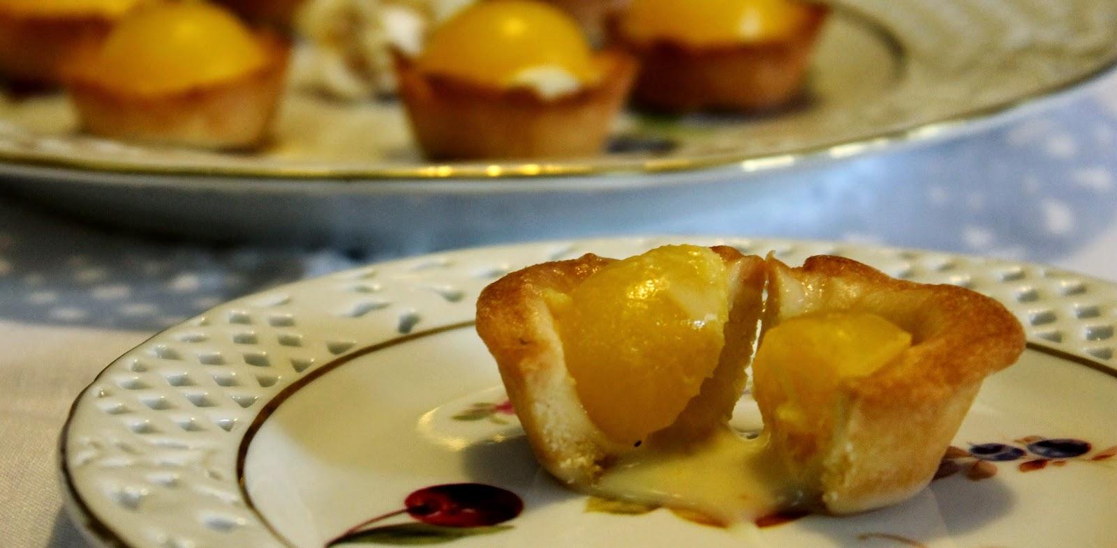 Mini tarte con ganache al cioccolato bianco e lime e gelèe al mago