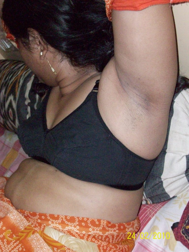 Indian Girl Nude In Black Bra Showing Her Boobs Rainpow