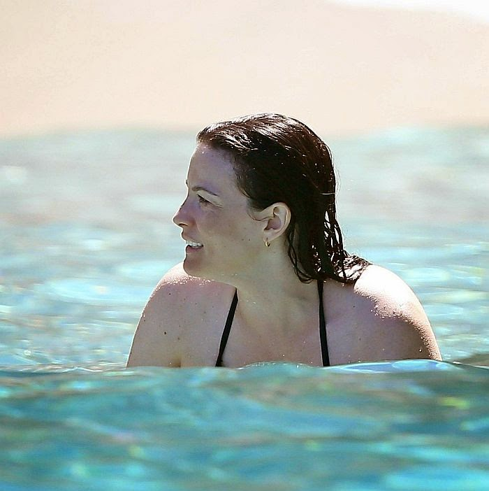 We have to say, if we owned this story, we would reading it all day and everyday. And Liv Tyler was shocked us to her newest love line as she stepped out completely beauty in Formentera, Spain on Tuesday, August 26, 2014.