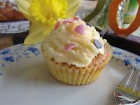http://cecilecupcakecafe.blogspot.de/2013/07/bananen-zitrone-vanille-cupcakes.html