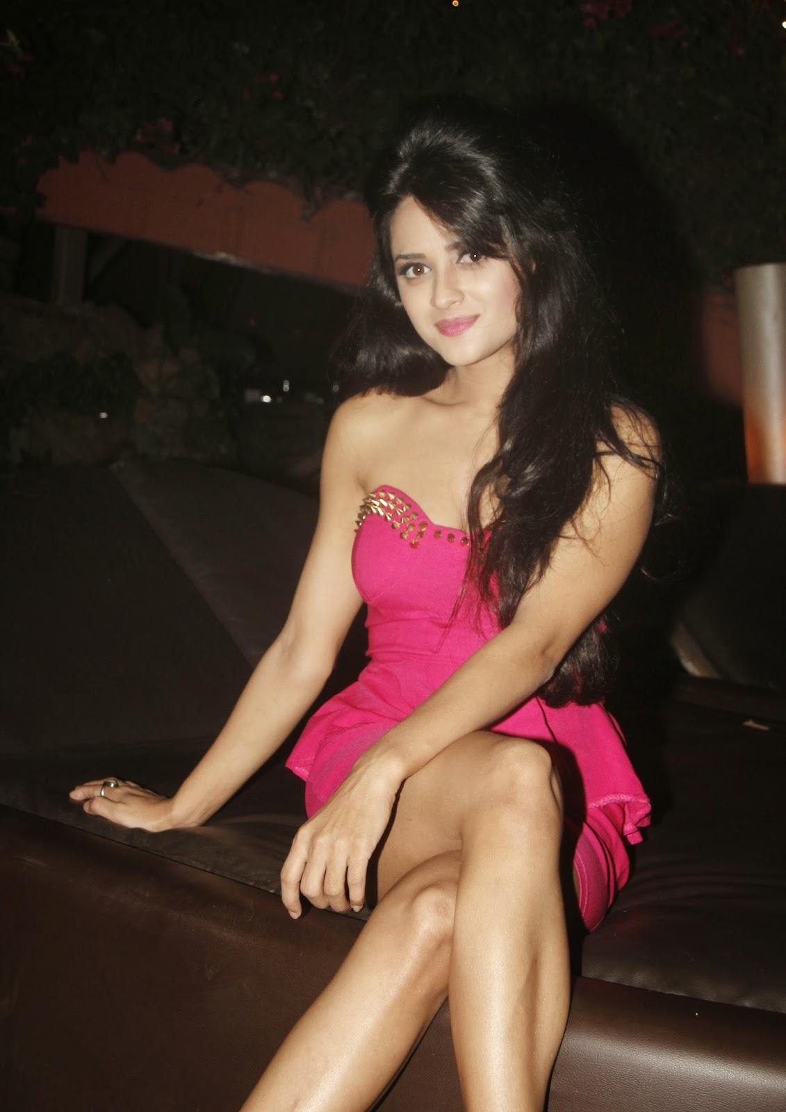 Ramaneetu Chaudhari Sizzling Hot Photo Shoot