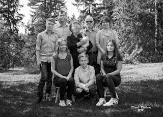 Mustavalkoinen perheen muotokuva