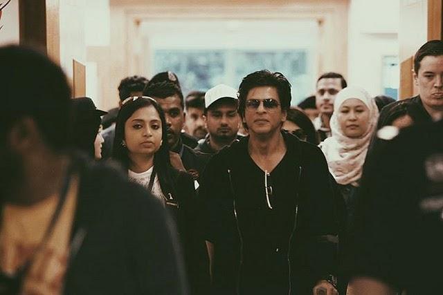 VVIP peluk Shah Rukh Khan JAWI pejam mata
