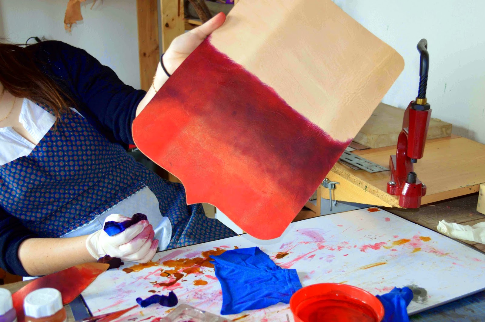 Lisette atelier fa rie cuir du vercors stage bac pro m tiers du cuir s verine semaine 3 - Teinter du cuir ...