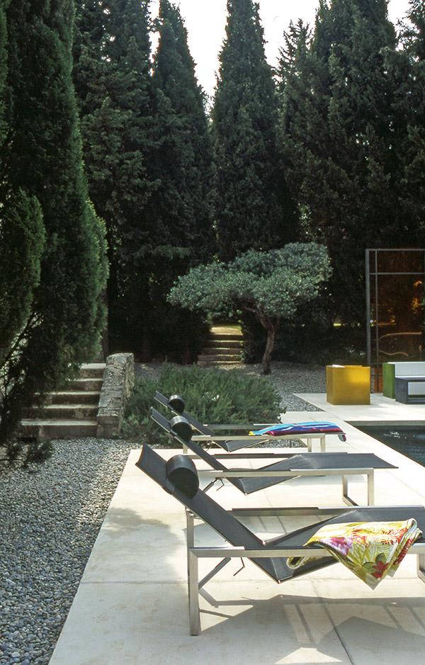 Bella decoración de patio con estilo francés   bonitadecoración.com