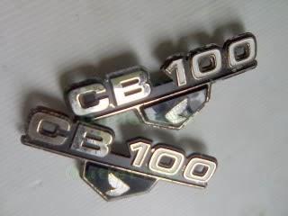Emblem CB100 Dan Honda