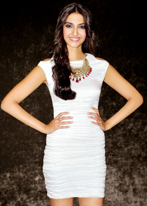 Sonam kapoor in white gown1 - Sonam kapoor in white Gown