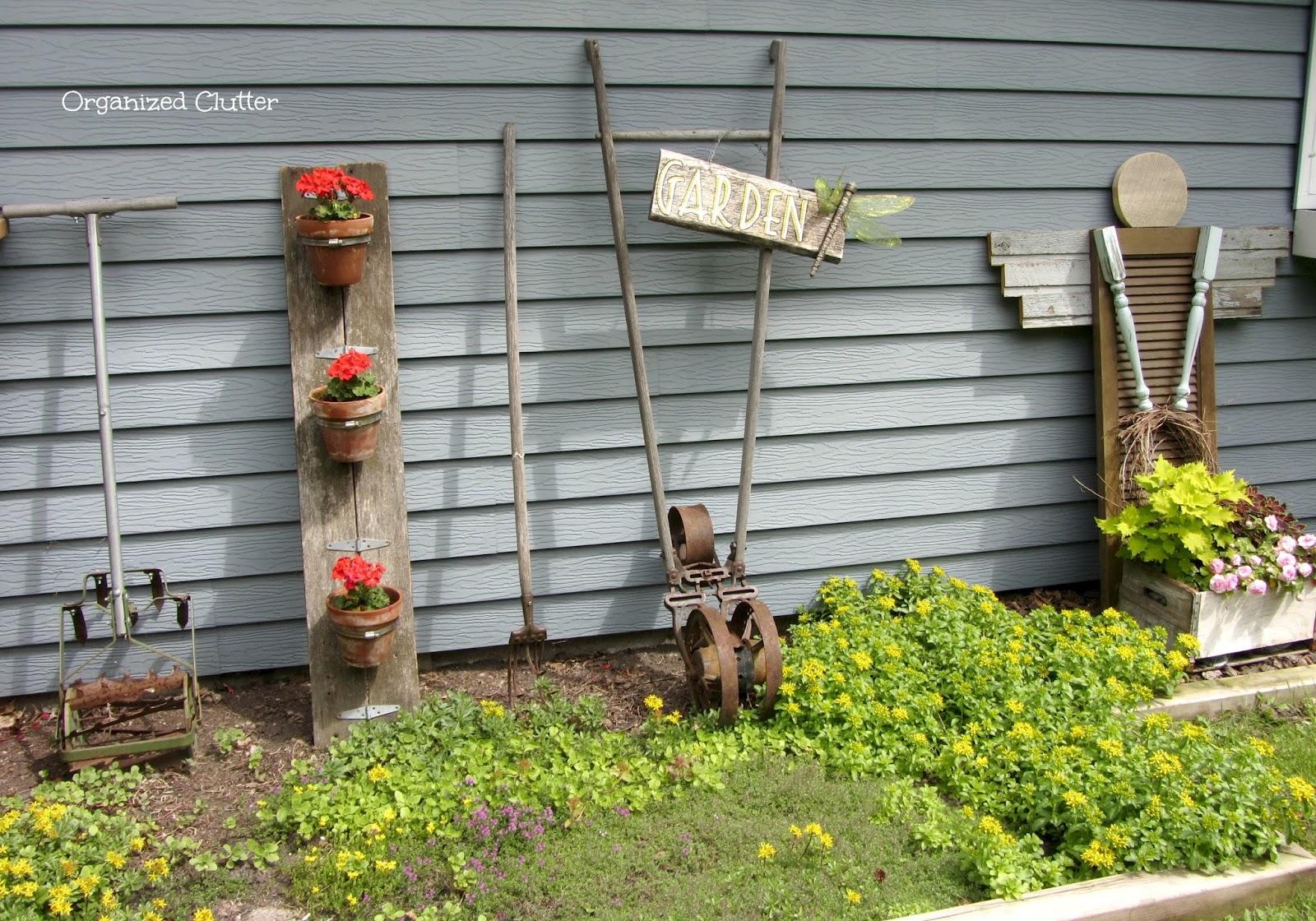 Garden Junk Displays www.organizedclutterqueen.blogspot.com