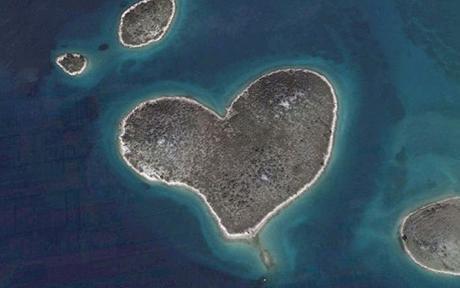 10 bentuk hati pada muka bumi dilihat dari udara