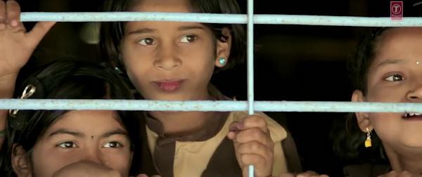 Mediafire Resumable Download Link For Video Song Mauj Ki Malharein - Gulaab Gang (2014)