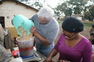 Daran & Mary measuring nuts from Macetuka