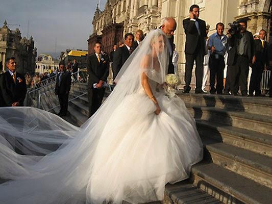 Vestidos de novia con velo largo y cola