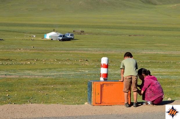 Bambini venditori di latte