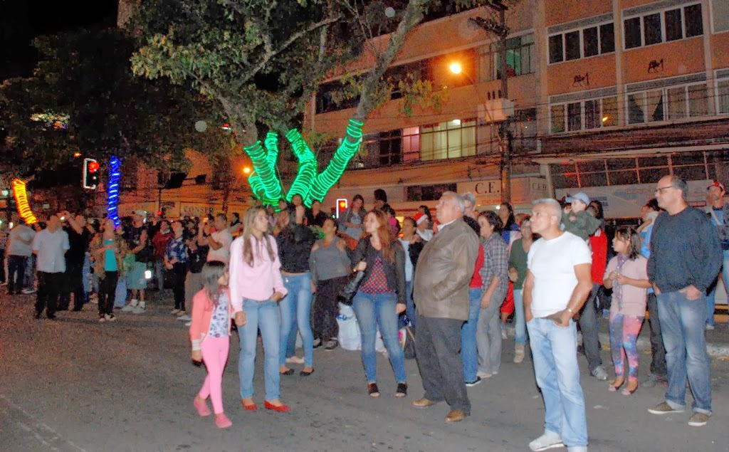 O secretário municipal de Governo, José Carlos Cunha, e o subsecretário de Eventos, Ronaldo Fialho, assistiram ao espetáculo junto ao público