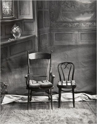 http://yama-bato.tumblr.com/post/108560098041/two-chairs-by-evelyn-hofer