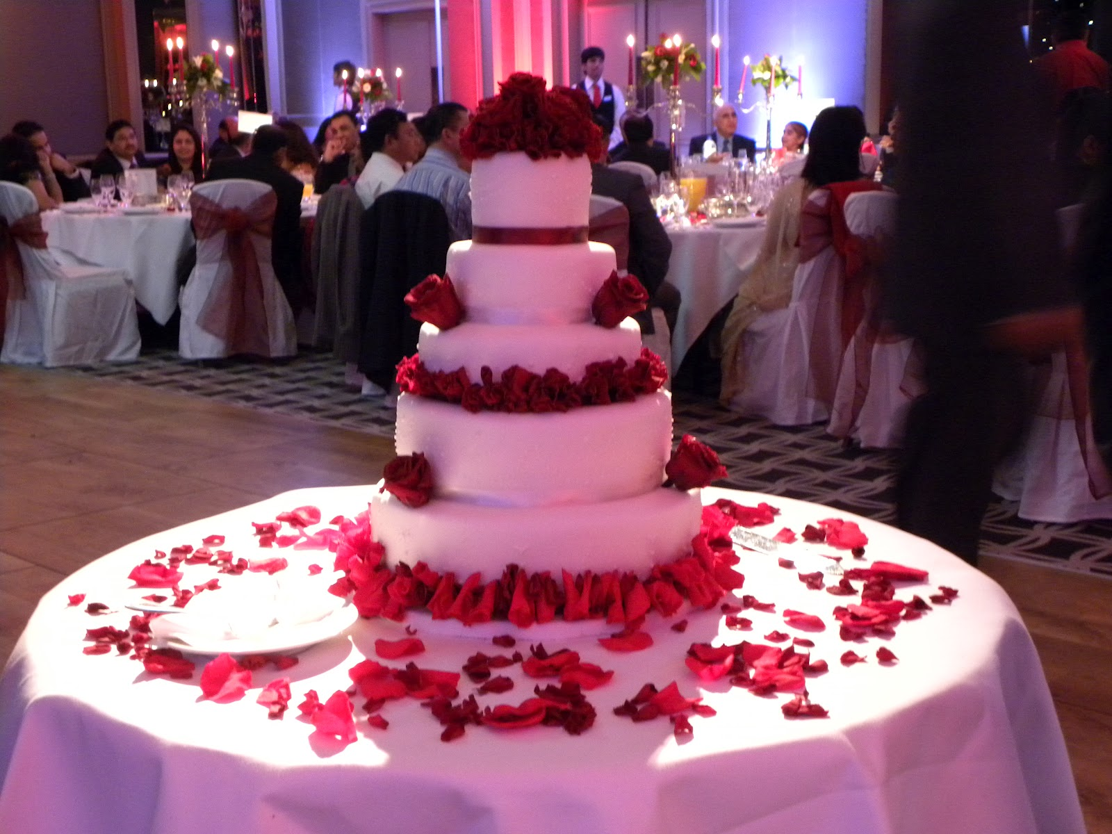 The World of Sweets Diary: 5 tier wedding cake for Shreaya & Pritesh