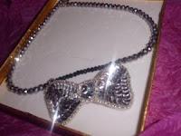 collar plateado de lentejuelas