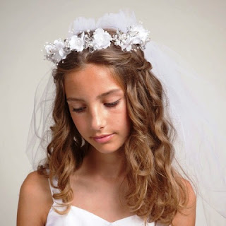 Foto Gambar Anak Perempuan Pakai Bandana Bunga Cantik