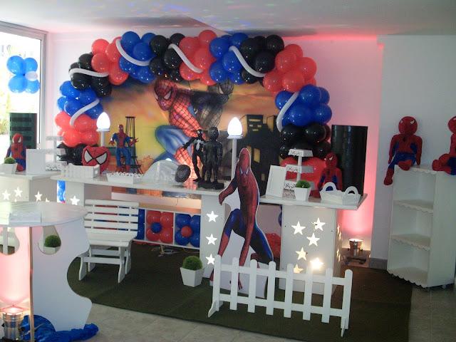 decoração infantil com mesa provençal - homem aranha