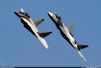 http://3.bp.blogspot.com/-qBpLsvShd54/UD_kIyxRuLI/AAAAAAAAFIw/pBjG66AlTSU/s640/Sukhoi+T-50+PAK+FA+++MiG-35+SuperFulcrum.jpg