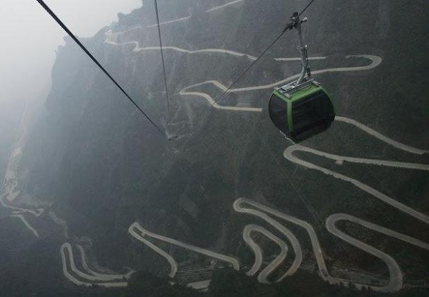 La vista desde el teléferico de la montaña tianmen en China