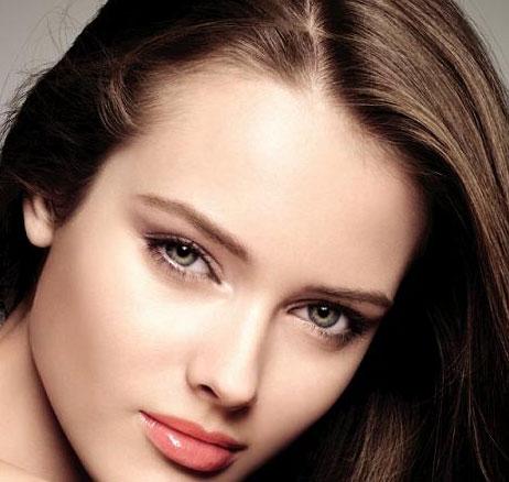 maquillaje para chicas con pelo castaño