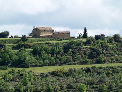 La masia de Cal Mestre Gifré des del Camí de l'Alzina