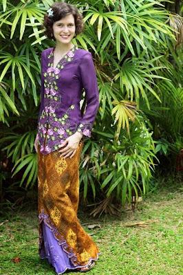 baju kebaya ungu