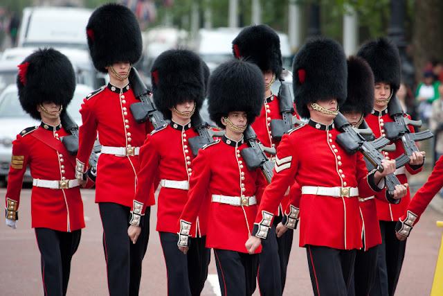 Peluang melancong secara percuma ke negara eropah, london dan paris dengan bisnes premium beautiful corset with royal guards