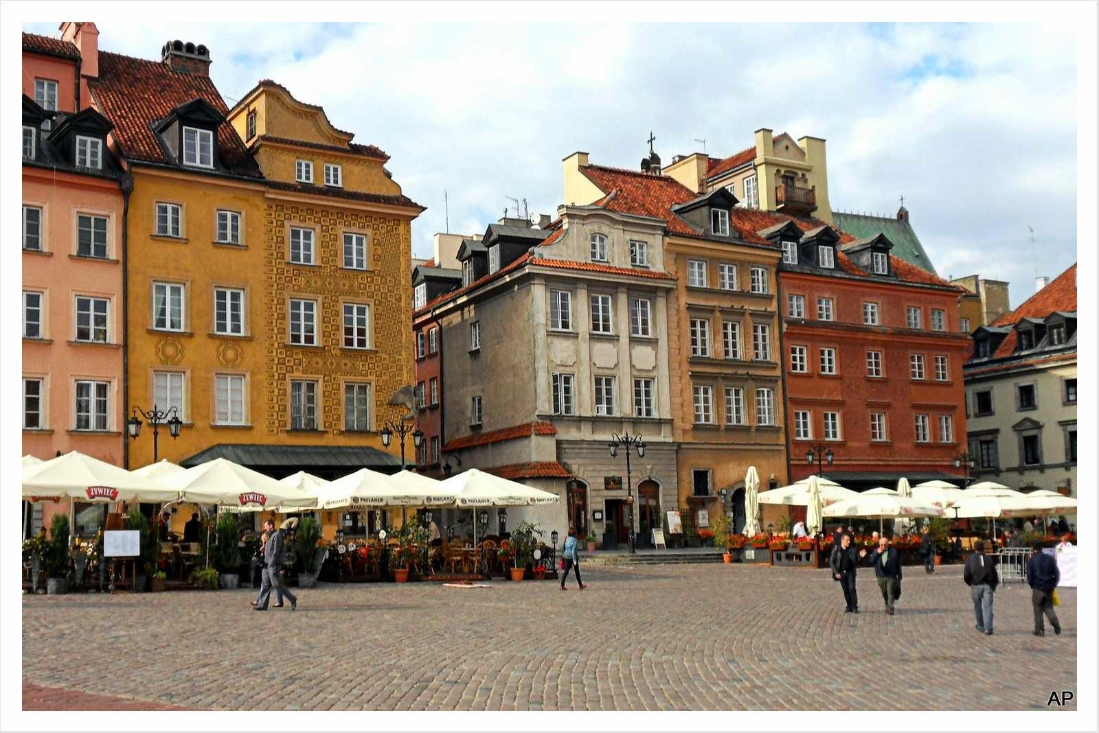 Zwei Seitenstraßen verlaufen von hier in Richtung Altstädter Marktplatz
