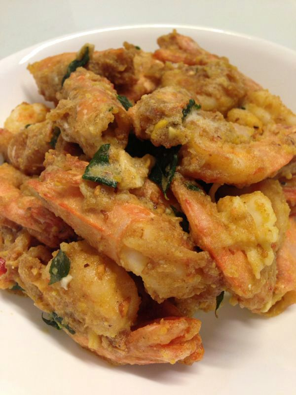 how to make salted egg prawn