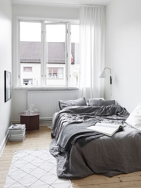 Top 10 sources for handmade linen bedding my paradissi for Grey minimalist bedroom