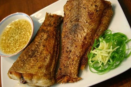 Stir-fried Fish with Ginger and Spring Onion (Cá Chiên với Gừng và Hành)1