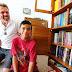 Carteiro ajuda menino a ter acesso a leitura