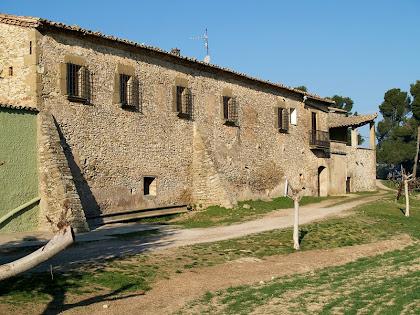 Façana nord-est del mas El Canadell