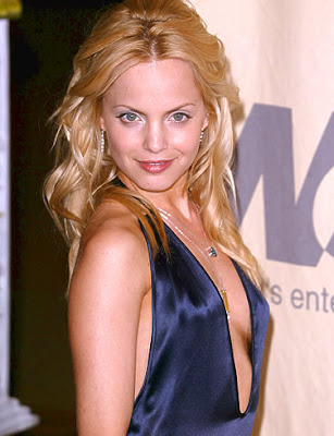 Actress Mena Suvari Wallpaper-800x600