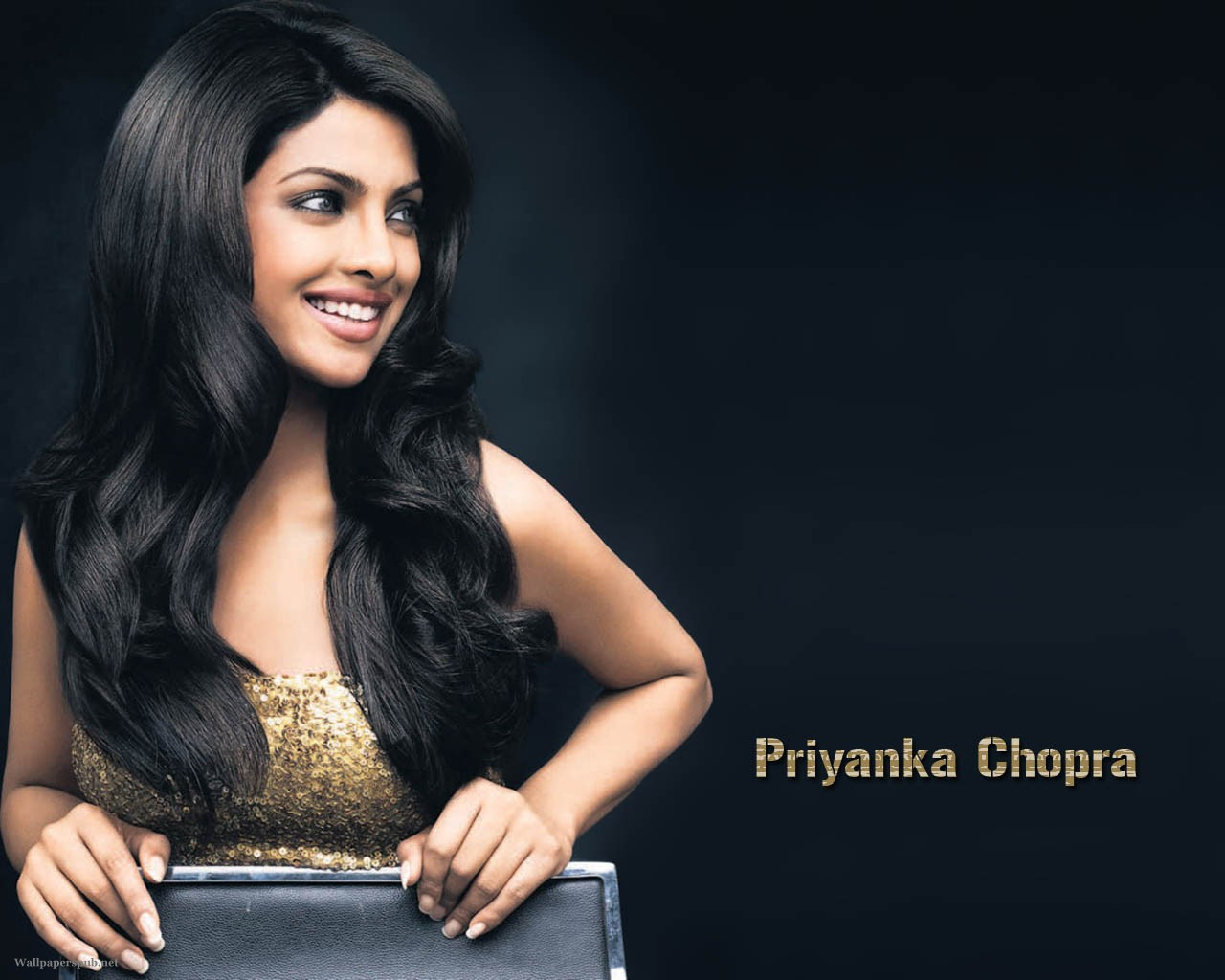 http://3.bp.blogspot.com/-qE70ZItMZOw/TutTQLYh7pI/AAAAAAAALVc/25BuWnezfqk/s1600/Priyanka_Chopra_Agneepath_wallpapers_don2_wallpapers_cute_smile.jpg