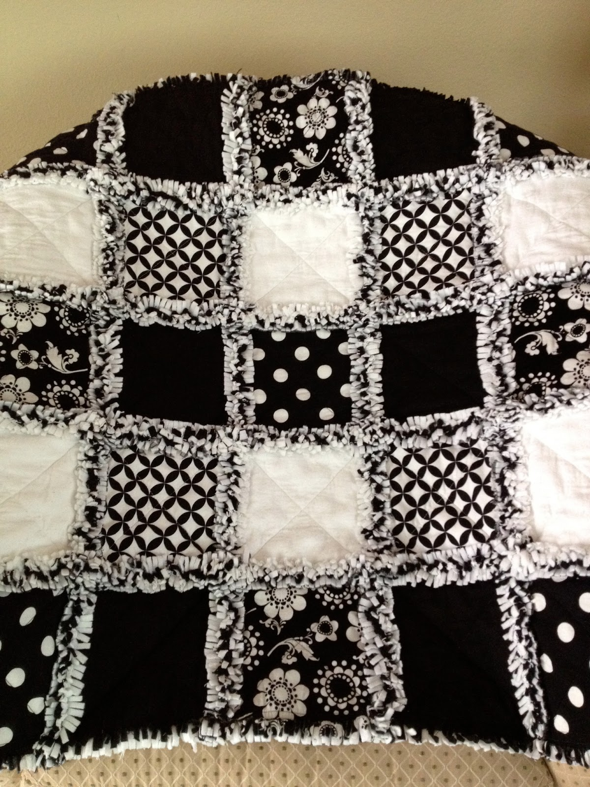Zeedlebeez Black And White Rag Quilts