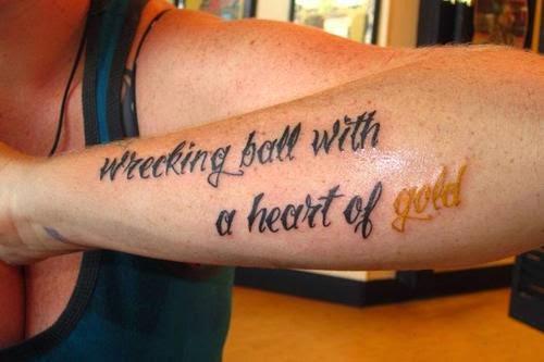 Bellas y bestias tatuajes joya for Gold ink tattoos