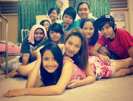 1 dorm 1 college 1 hati .friend forever