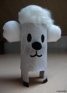 Baranek z rolki po papierze toaletowym
