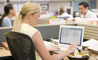 laporan keuangan di kantor