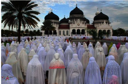 islam in indonesia Indonesia is the largest muslim nation in the world sunni islam is the majority religion throughout most of the country notable exceptions include the province of bali, which is predominantly hindu, and the provinces of papua, west papua, east nusa tenggara, and north sulawesi, which are.