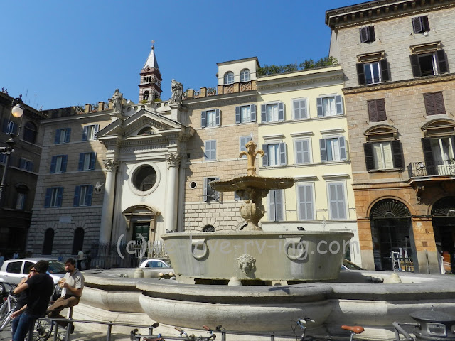 The fountain in the piazza is shaped like a bathtub